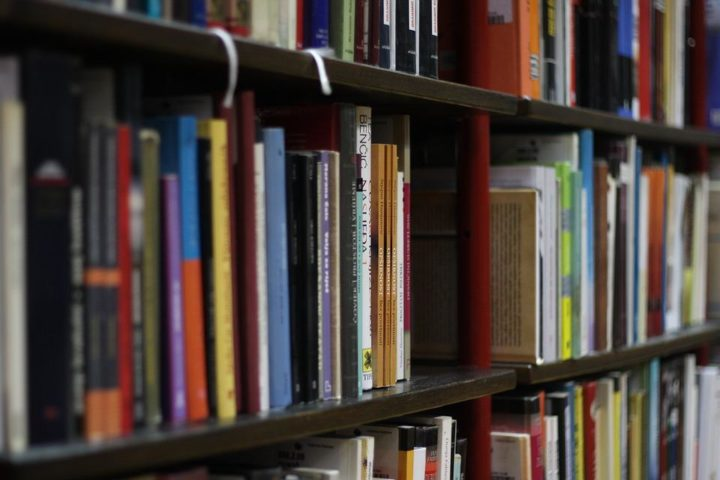 Martwick announces library grants to local school districts